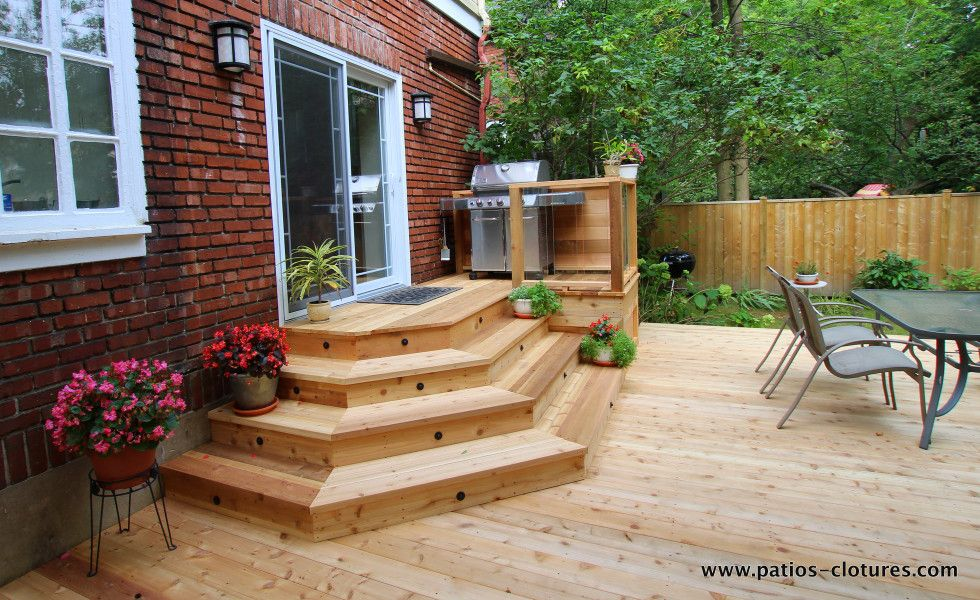 Patio avec escalier angles johnskareng jardin for Patio exterieur arriere