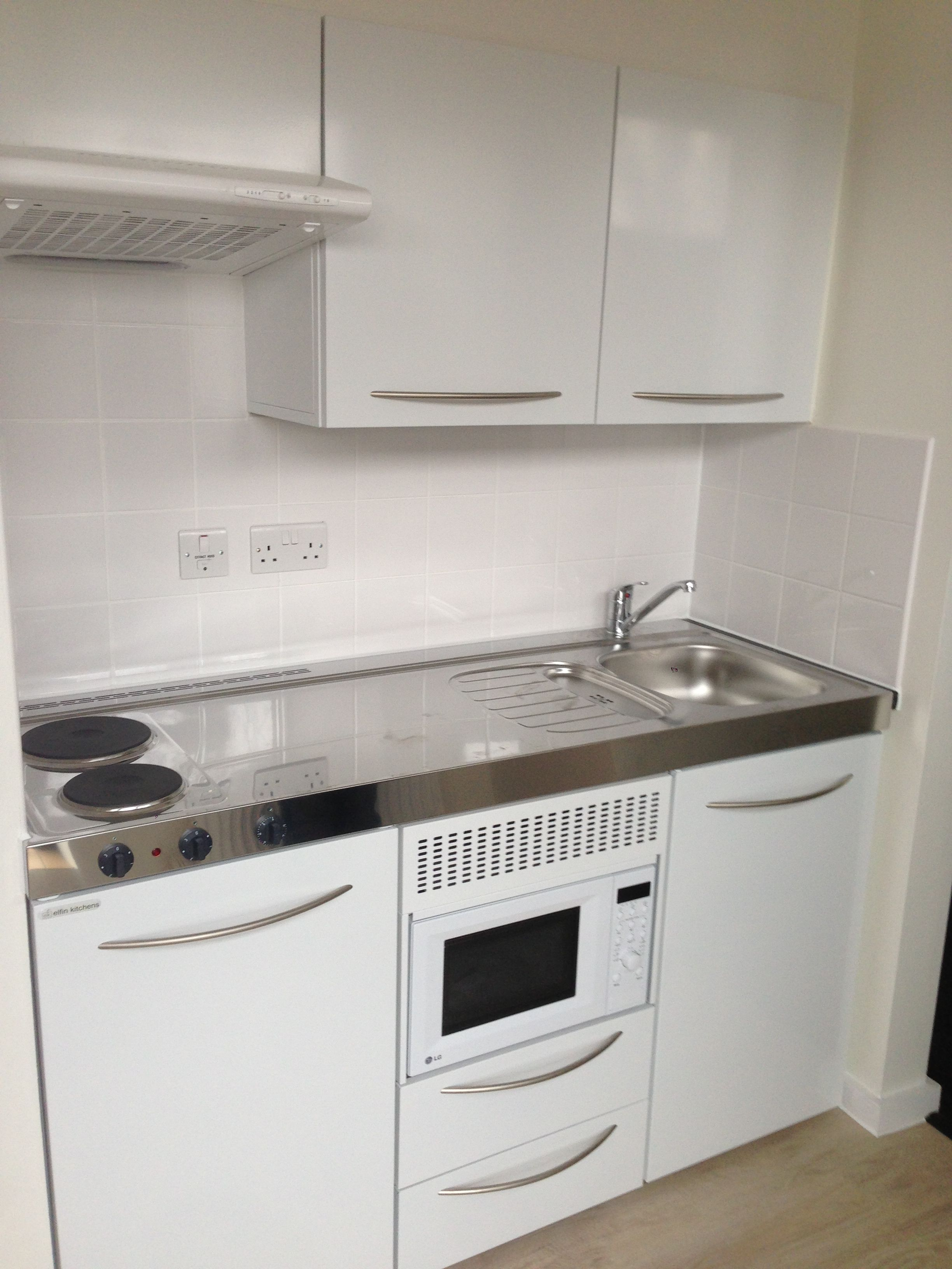 M-150-Ms-K with wall cupboards and extractor | Hostel Accommodation, Central London | Elfin Kitchens
