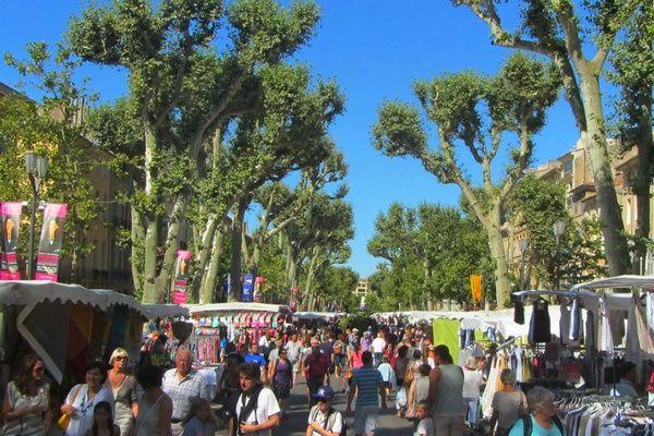 The textile market on Cours Mirabeau.