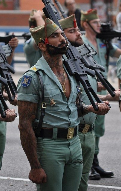 The Spanish Army Looks Fabulous | funny in 2019 | Military ...