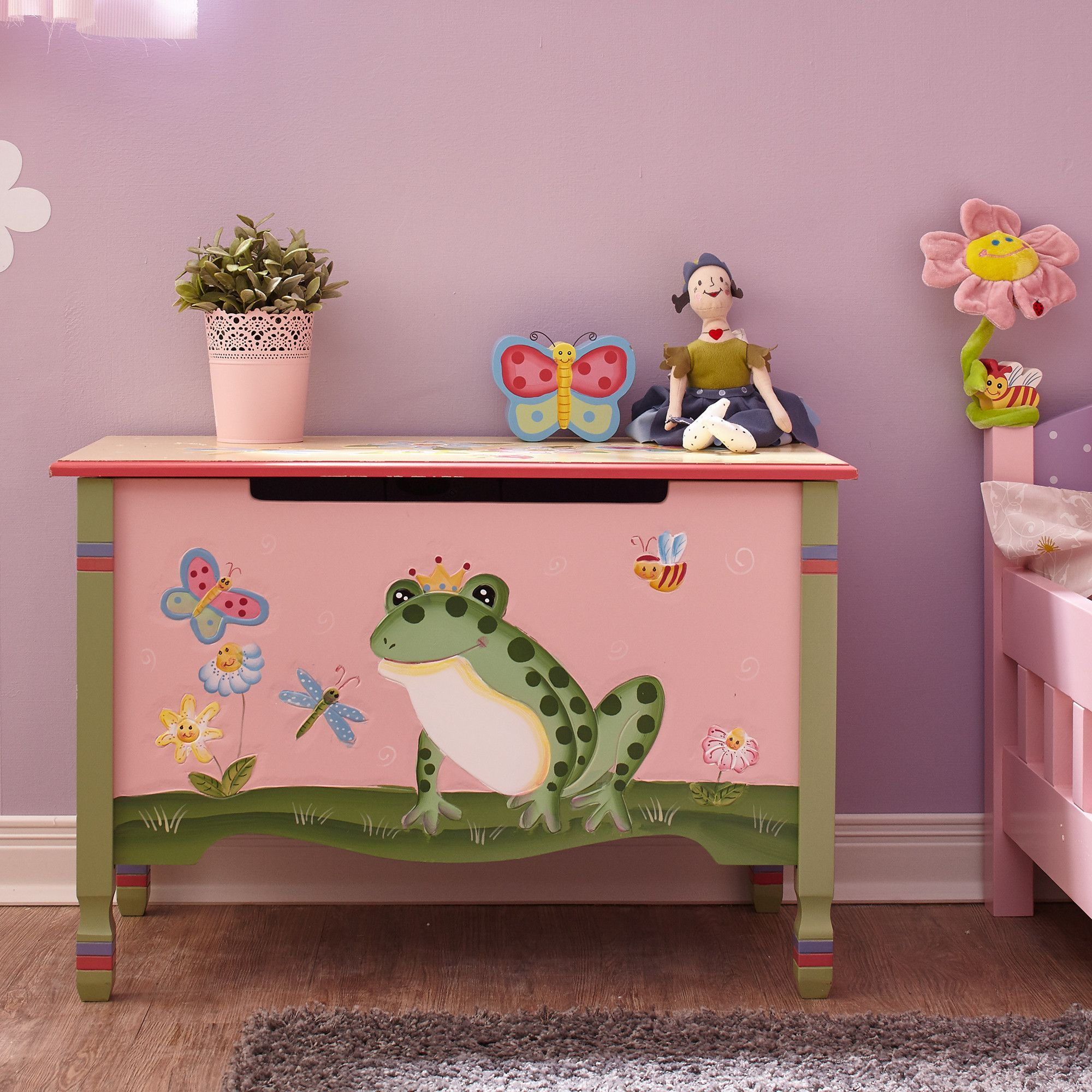 Prince Charming Is Just A Kiss Away With Fantasy Fields Magic Garden Toy Chest A Friendly Green Frog Bounce Muebles Para Ninos Cajas Pintadas Mueble Pintado
