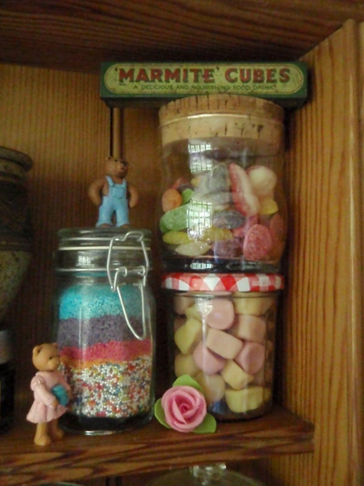 sweet kitchen shelves