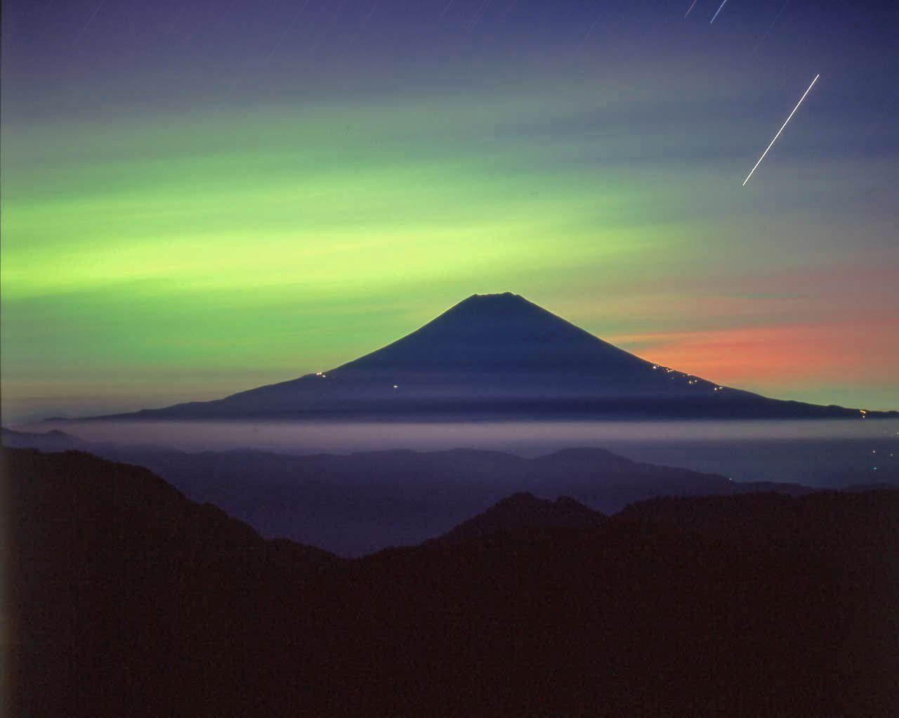 "fujiyama on Twitter: ""富士山の日。第三弾です。幻想富士です。 https://t.co/2a5sAP0muG"""