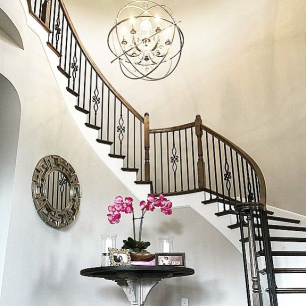 #MirrorMonday: designer @onepiece_at_a_time showcased a client's stunning entryway, styled with our Pierre Mirror.