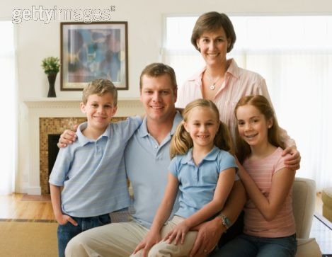 Family Sitting In Living Room Smiling Portrait Family Portrait Poses Family Portraits Portrait