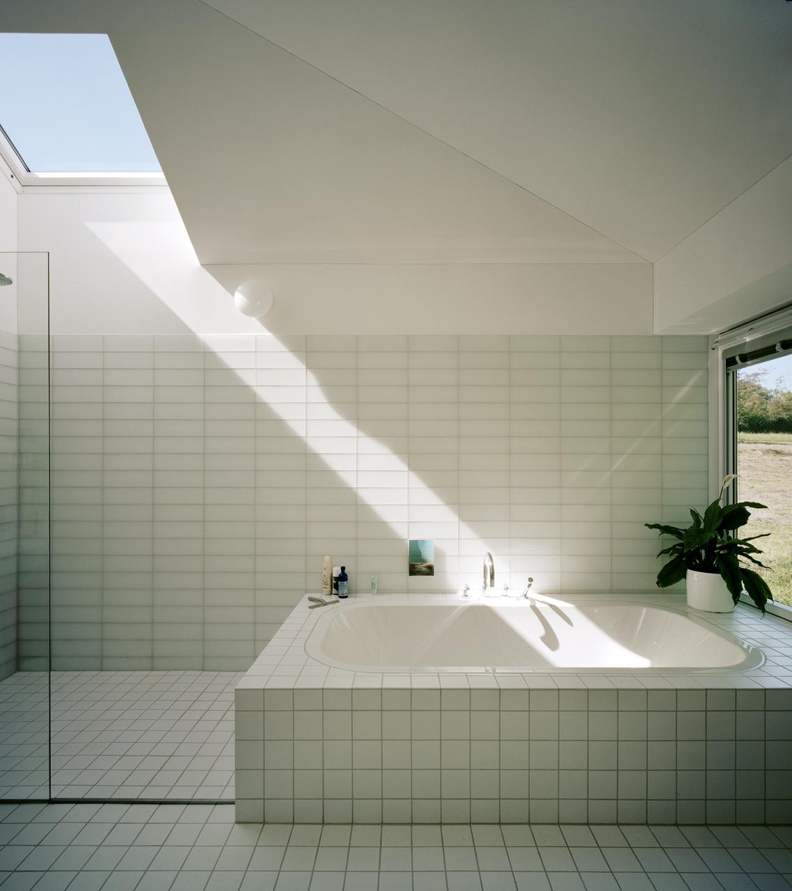 badkamer #velux #white | Beeldige badkamers | Pinterest | Window and ...