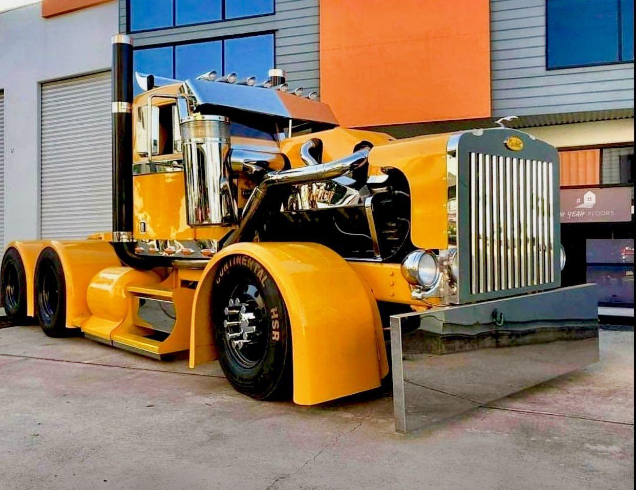 Classic Semi Truck The Biggest Trucks In The World The Body
