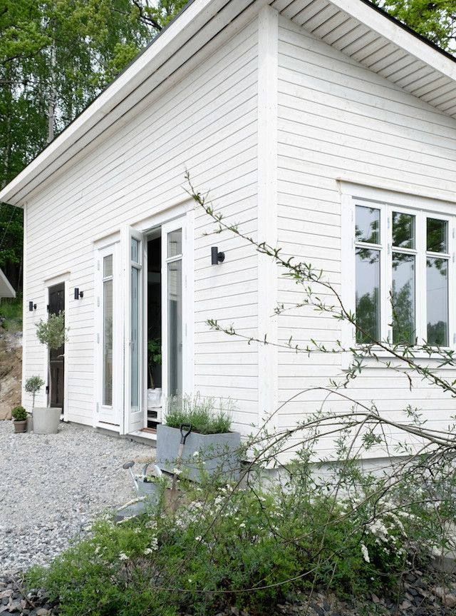 Dreamiest Scandinavian House Design Exterior Ideas 6: A Lovely Swedish Studio / Outhouse In 25m2