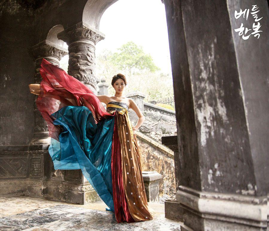 #Korean traditional #dress #wedding #wedding #picture #color #vietnam  #women #modern  한국적인 아름다운 선과 색의 조화.