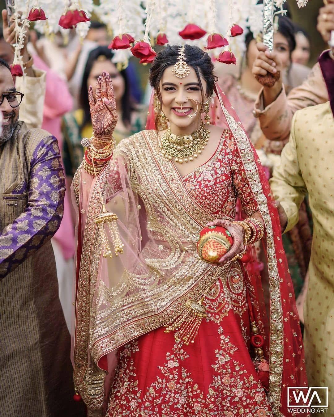 Indian Wedding Photo Ideas In 2020 Indian Bridal Fashion Indian Bridal Photos Indian Bridal Outfits
