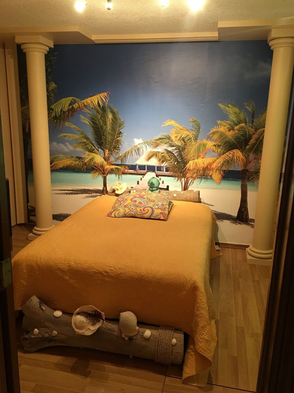 A customer transformed their bedroom into a tropical