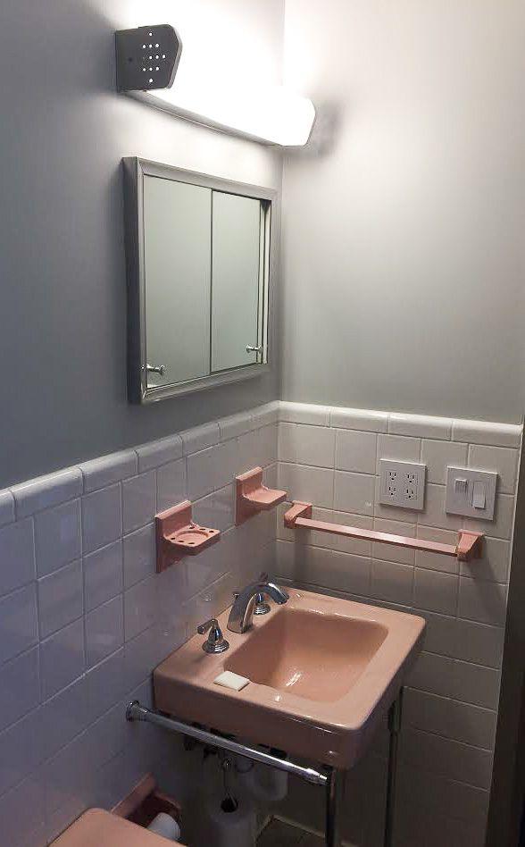 Photo of Ein winziges, schönes rosa Badezimmer – gerettet – für mich! – Retro-Renovierung