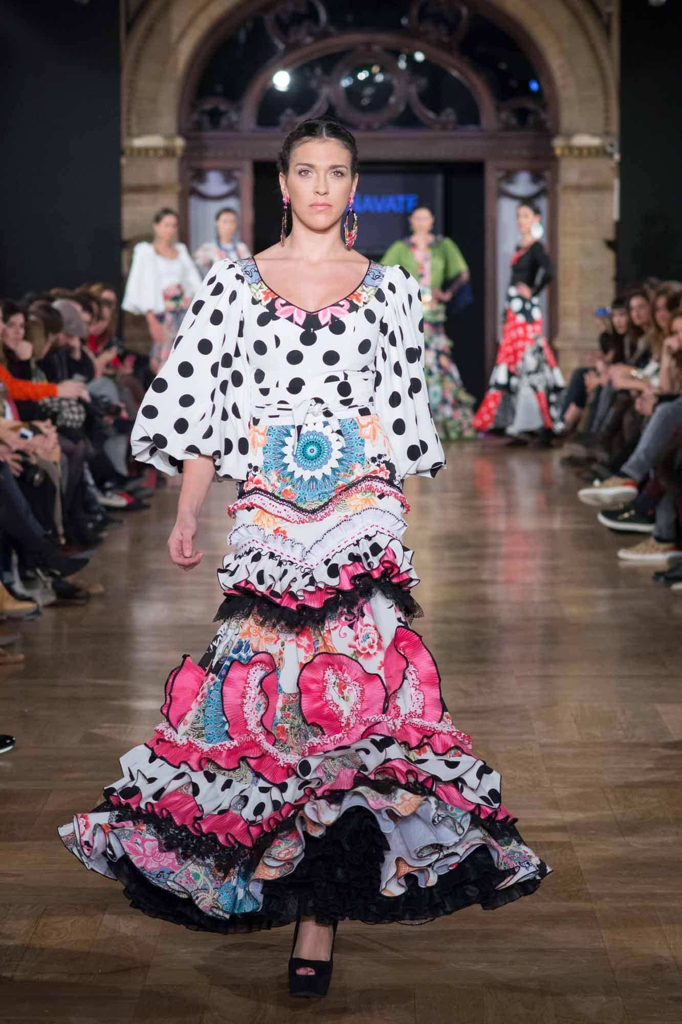 b19a76eb0 Vestido de flamenca de inspiración zíngara con miles de volantes ...