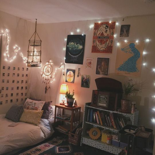 Hipster Bedroom: Decorating With Light