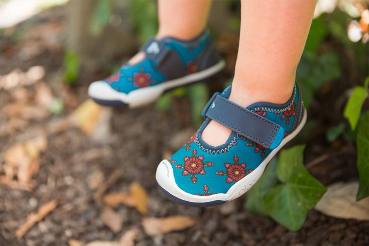 comes in tots too! the Oliver Black chloe marin madia is especially made for tiny feet.