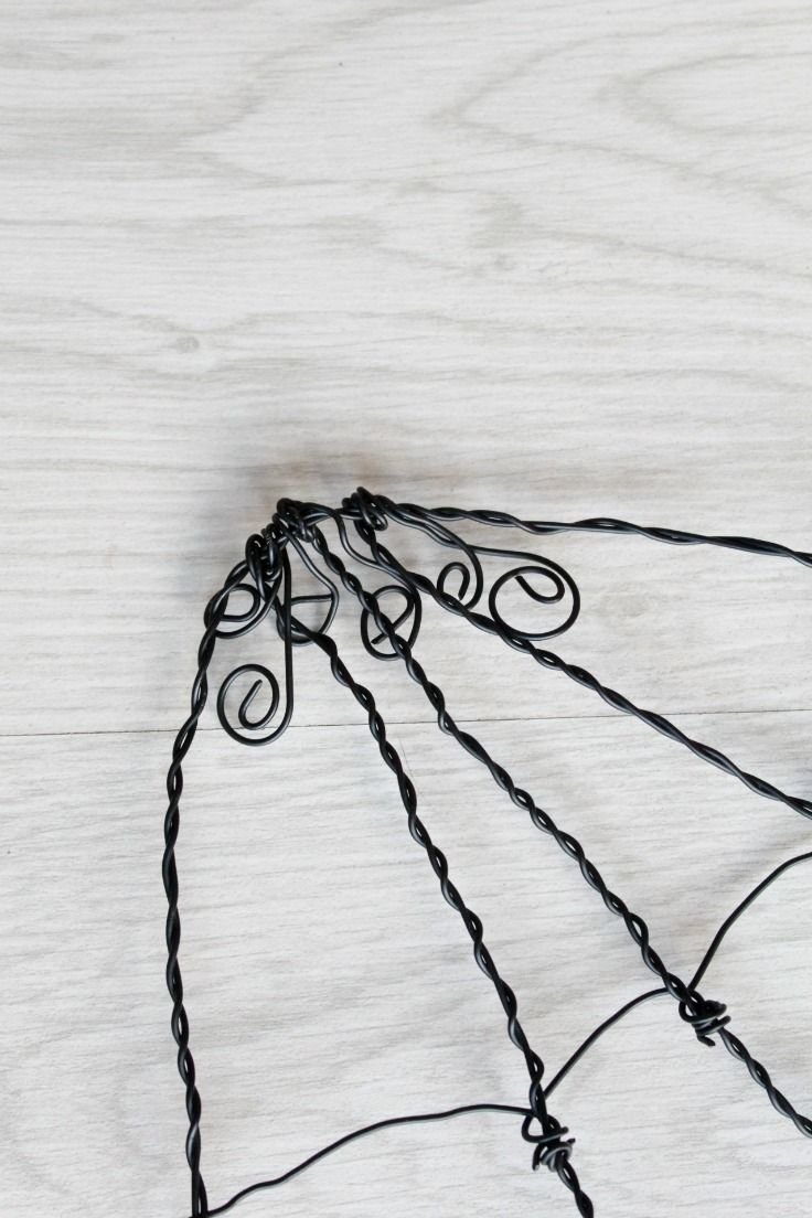 How To Make A Wire Spider Web   Wire spider, Spider webs and Spider