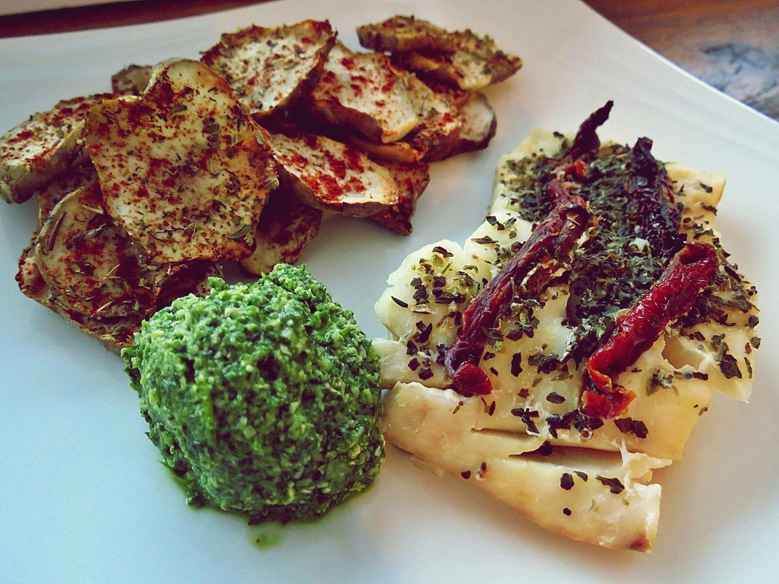 peanutbuttermonster: Pesto z nerkowców i rukoli oraz dorsz pieczony z suszonymi pomidorami, czyli prosto i wykwintnie
