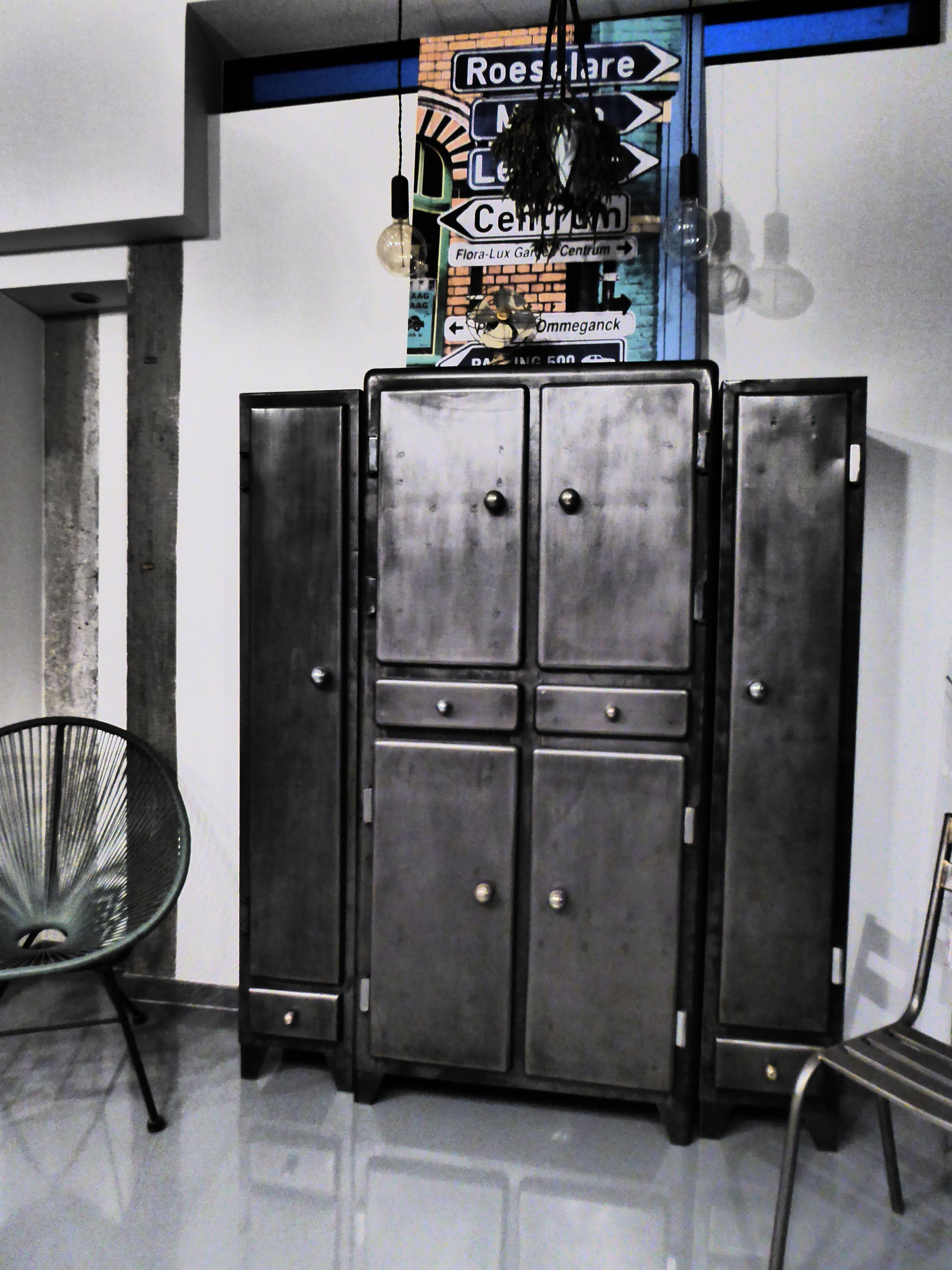 Armoire de cuisine ann es 50 vous propose ce meuble ancien restaur des - Meuble ancien restaure ...