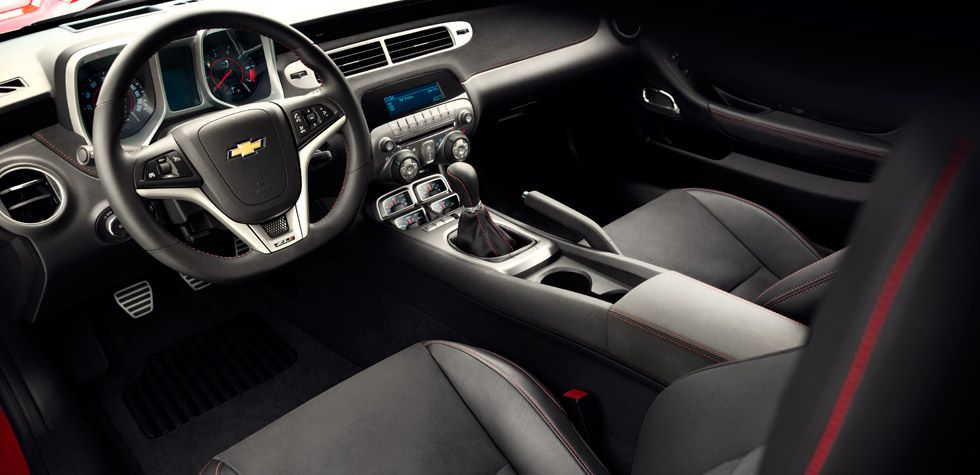 For Zl1 Revised Pedals Allow For Optimized Foot Placement For Track Use The Front Seats Incorporate Sueded Microfiber Suede Inserts With Red Accent Stit Coches