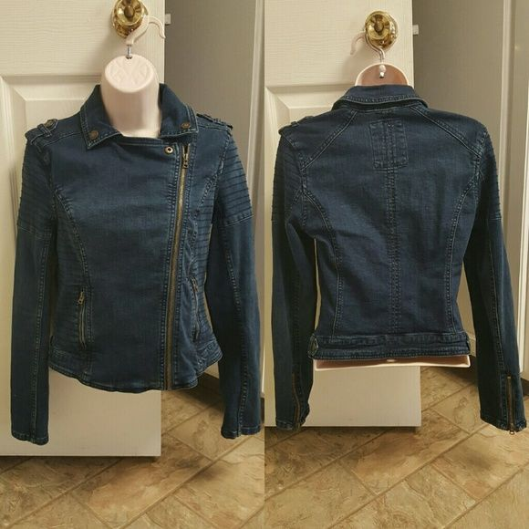 "areropostale Jean jacket Aeropostale moto style Jean jacket. Asymmetrical zipper. 99% cotton / 1% spandex. 28"" bust / 30"" waist / 22"" length. Only worn a few times. Perfect spring or fall jacket!  10% off 2 items or more ➡ bundle & save.  ✔dont want to bundle ➡ make a reasonable offer. ✖items priced $5 or less are firm, unless bun no trades. no PayPal. no holds. Aeropostale Jackets & Coats Jean Jackets"