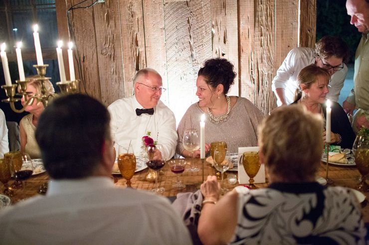 wedding guests enjoyed the dinner and company | fabmood.com