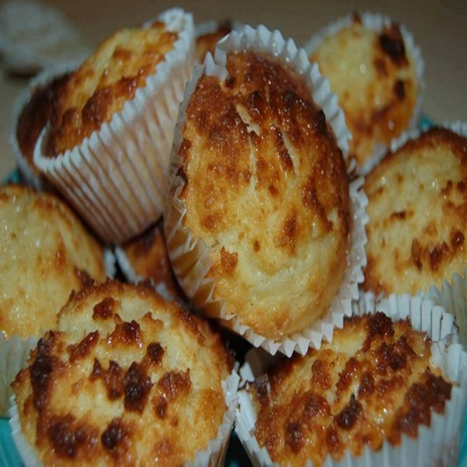 Aprenda fazer a Receita de Queijadas de coco e leite condensado. É uma Delícia! Confira os Ingredientes e siga o passo-a-passo do Modo de Preparo!