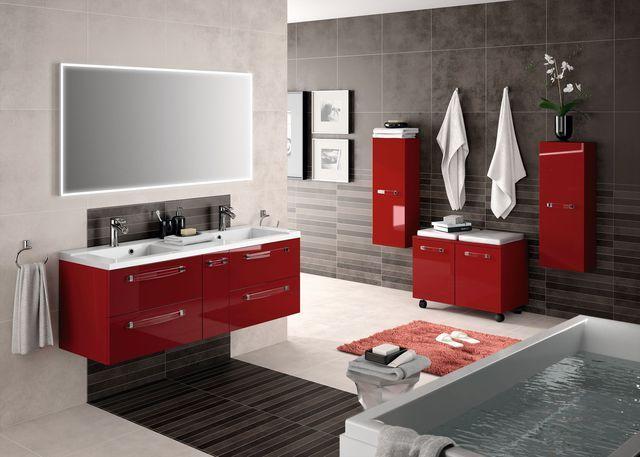 La salle de bain rouge donne des idées couleur au gris et noir - salle de bain rouge et beige