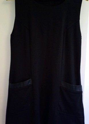 À vendre sur #vintedfrance ! http://www.vinted.fr/mode-femmes/robes-mini/32030762-mini-robe-noire-trapeze
