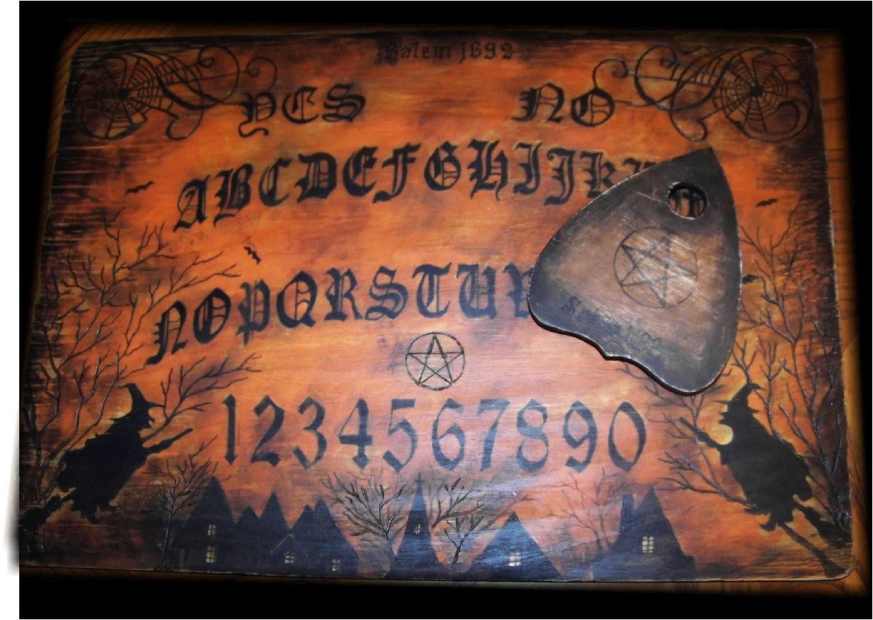 Old salem witch ouija board hand made to order via etsy my favorite board - Tavola ouija storie vere ...