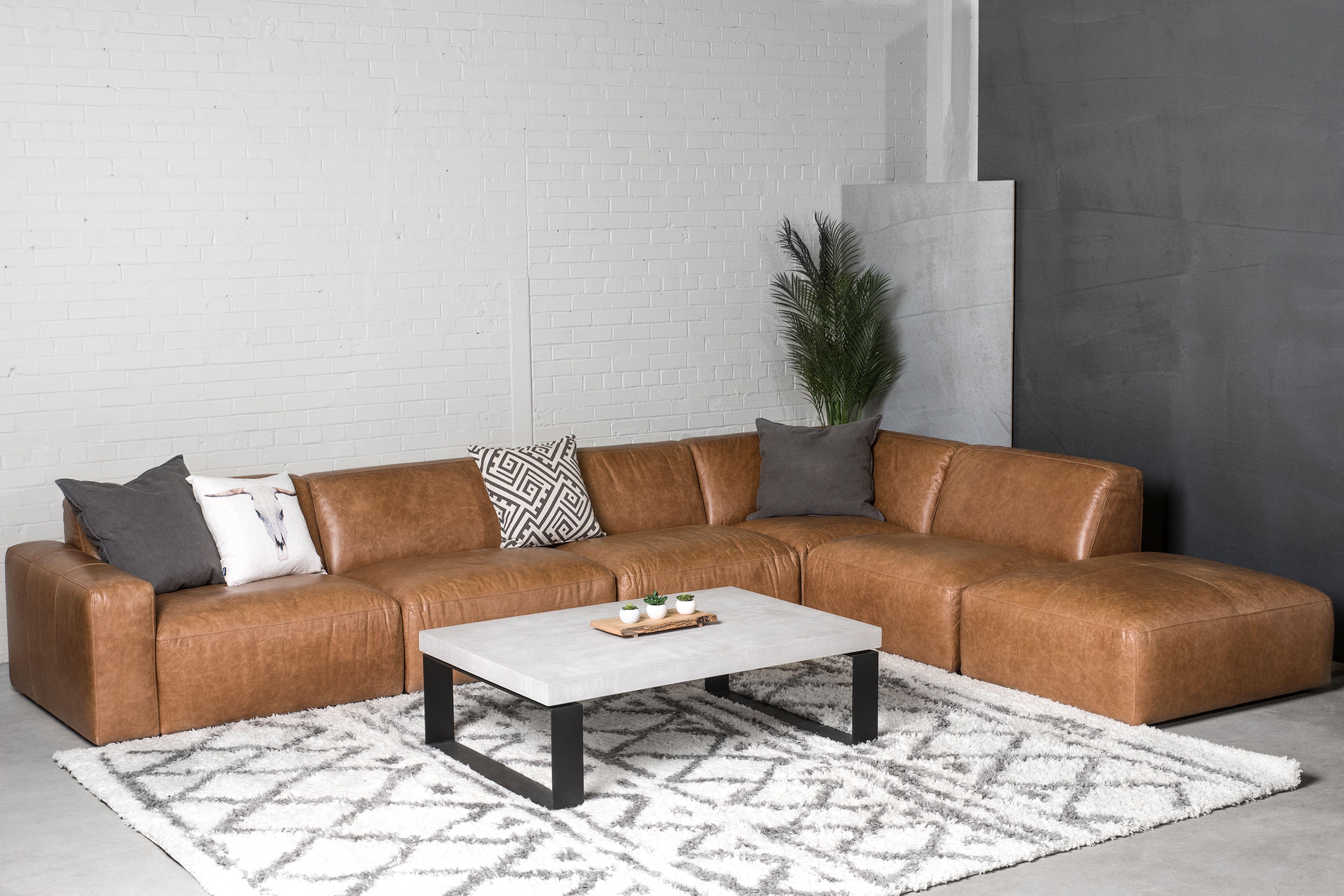Modulaire Maverick Cuir M2831 Table De Centre Verona Beton Ciment 48 X 32 2 1 2 Epais Tapis Quinlan Surmesure Home Sectional Couch Decor