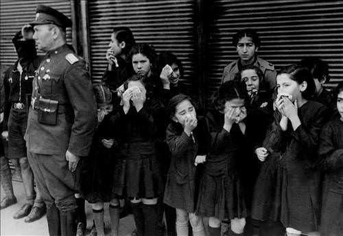 ✿ ❤ Atatürk'ün bilinmeyen fotoğraflarından....(Ata'mızın ardından gözyaşı döken öğrenciler - 10 KASIM 1938)