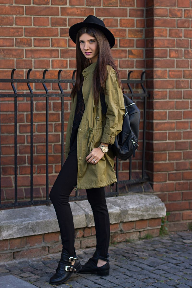446d373a9b Larisa Costea  themysteriousgirl School Outfit