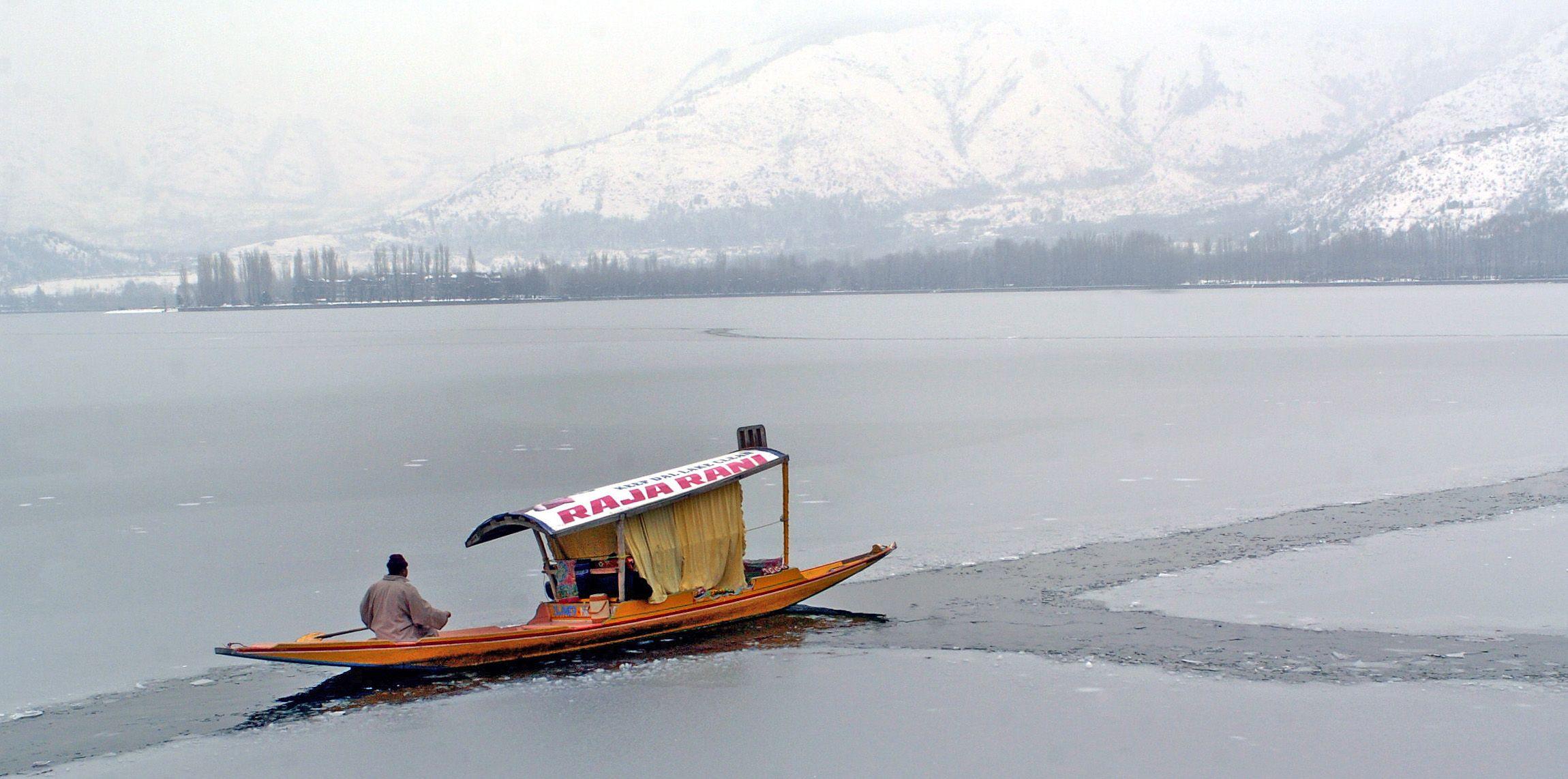 Book Flights from Mumbai to Srinagar, Cheapest Flight