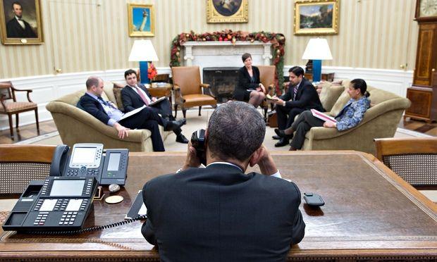 US President Barack Obama talks by phone with Cuba's President Raúl Castro on 16 December