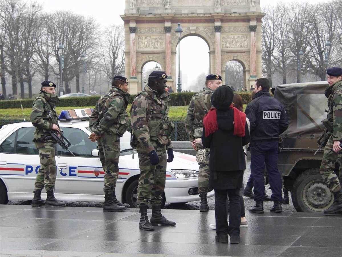 Parigi. A due settimane dalle stragi si terrà il Cop21: blindato. Fuori il deserto