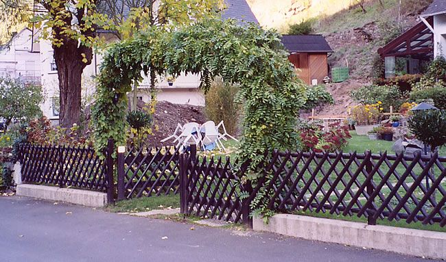 German Vine Stake Fence With Images Garden Landscaping Garden