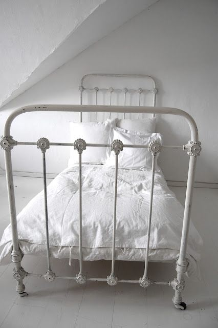 Alberte Just White The Perfect Twin Iron Bed Frame Bettgestell Bett Ideen Bettgestell Aus Metall