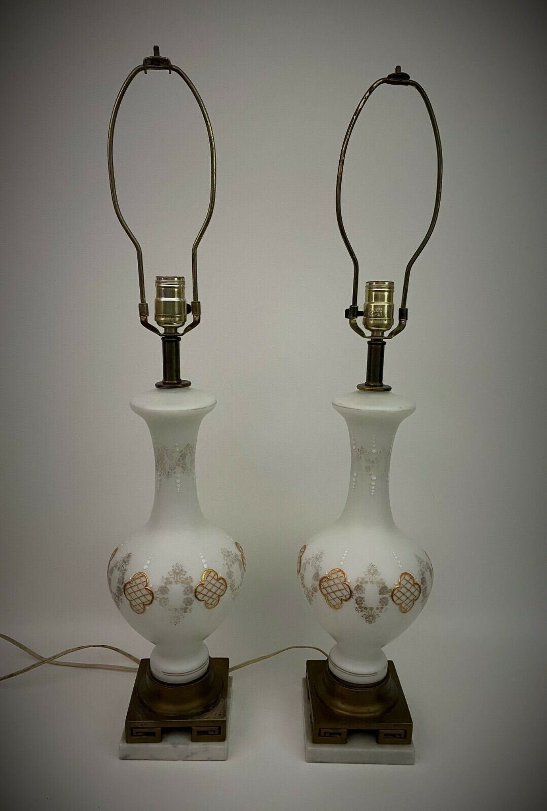 Antique Pair White Milk Glass Table Lamps Hollywood Regency 40s 50s Gold Vintage In 2020 Glass Table Lamp White Milk Glass Glass Table