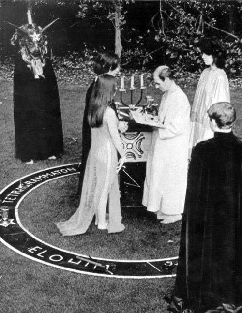 Alex Sanders Officiating A Wiccan Wedding Called Hand Fasting Maxine Is Wearing