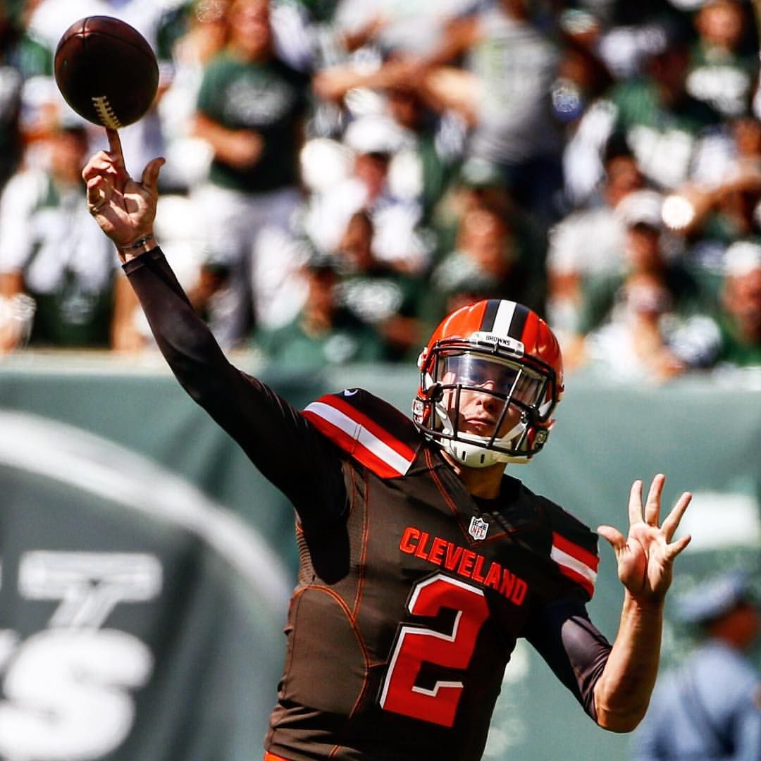 The @ClevelandBrowns needed him to step up. @jmanziel2 delivered.  54 yards. The 1st passing score of his NFL career. Click the link in our bio to watch! #CLEvsNYJ : Jason DeCrow/AP