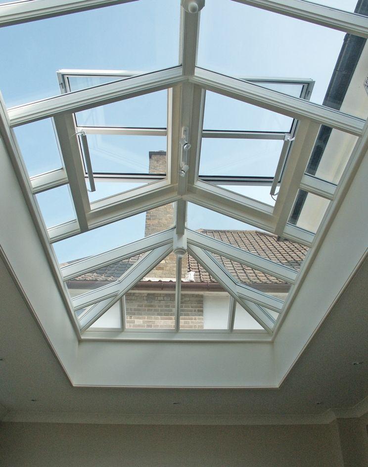 Bekend Een glazen lichtstraat met dakramen voor een optimale ventilatie KB41