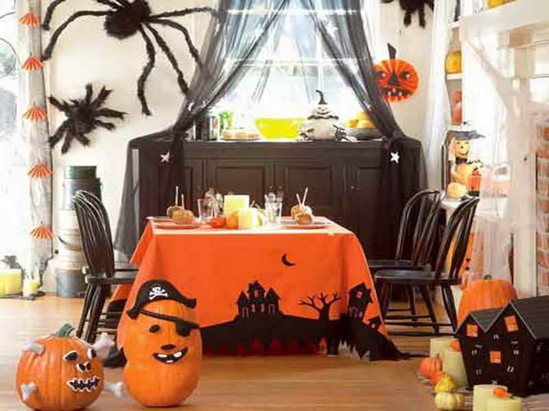 Spooky Interior Decorations for Halloween Themed Home : Halloween Decoration Idea For Dining Room