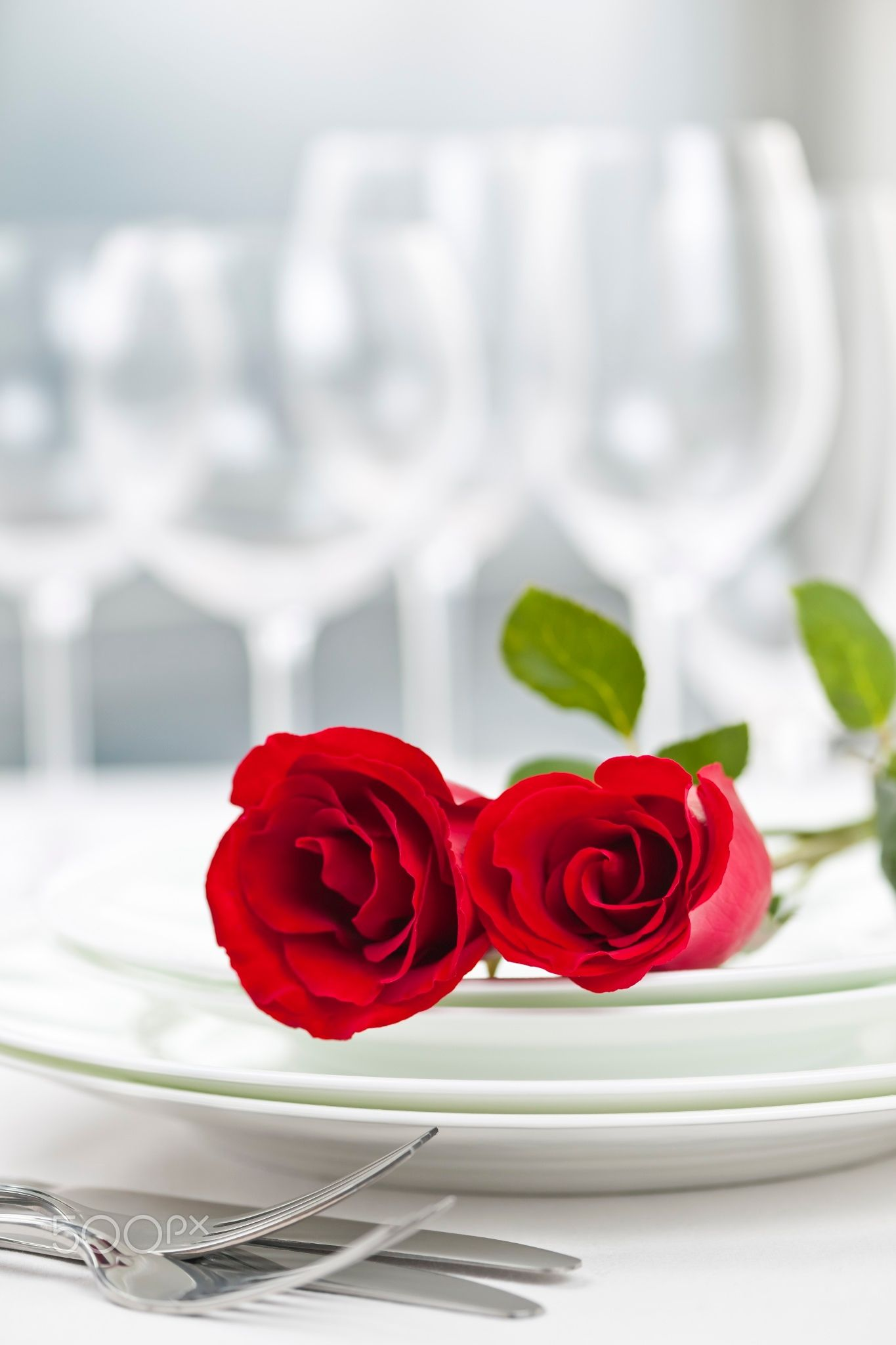 Restaurant table setting for two - Romantic Restaurant Dinner Setting Romantic Restaurant Table Setting For Two With Roses Plates And Cutlery