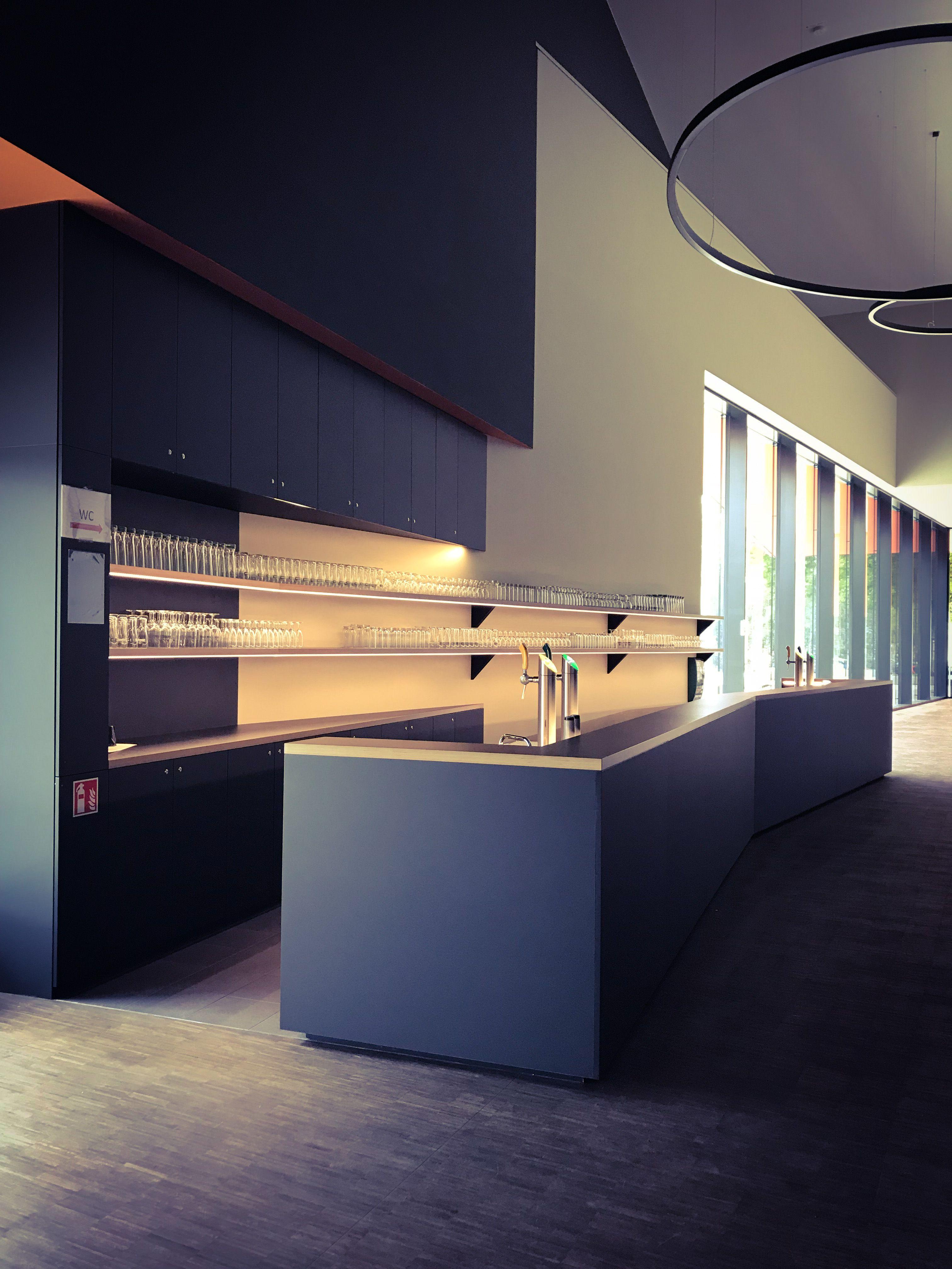 Bar Avec Comptoir Realise En Panneaux De Particules Mdf Couleur