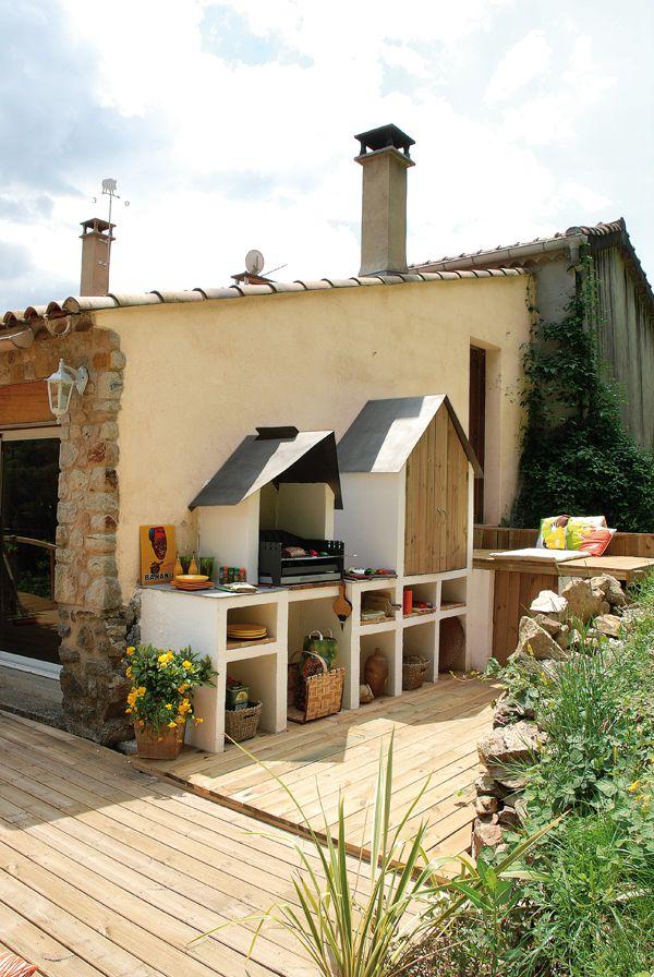 Cette petite terrasse attenante à la maison est idéale pour