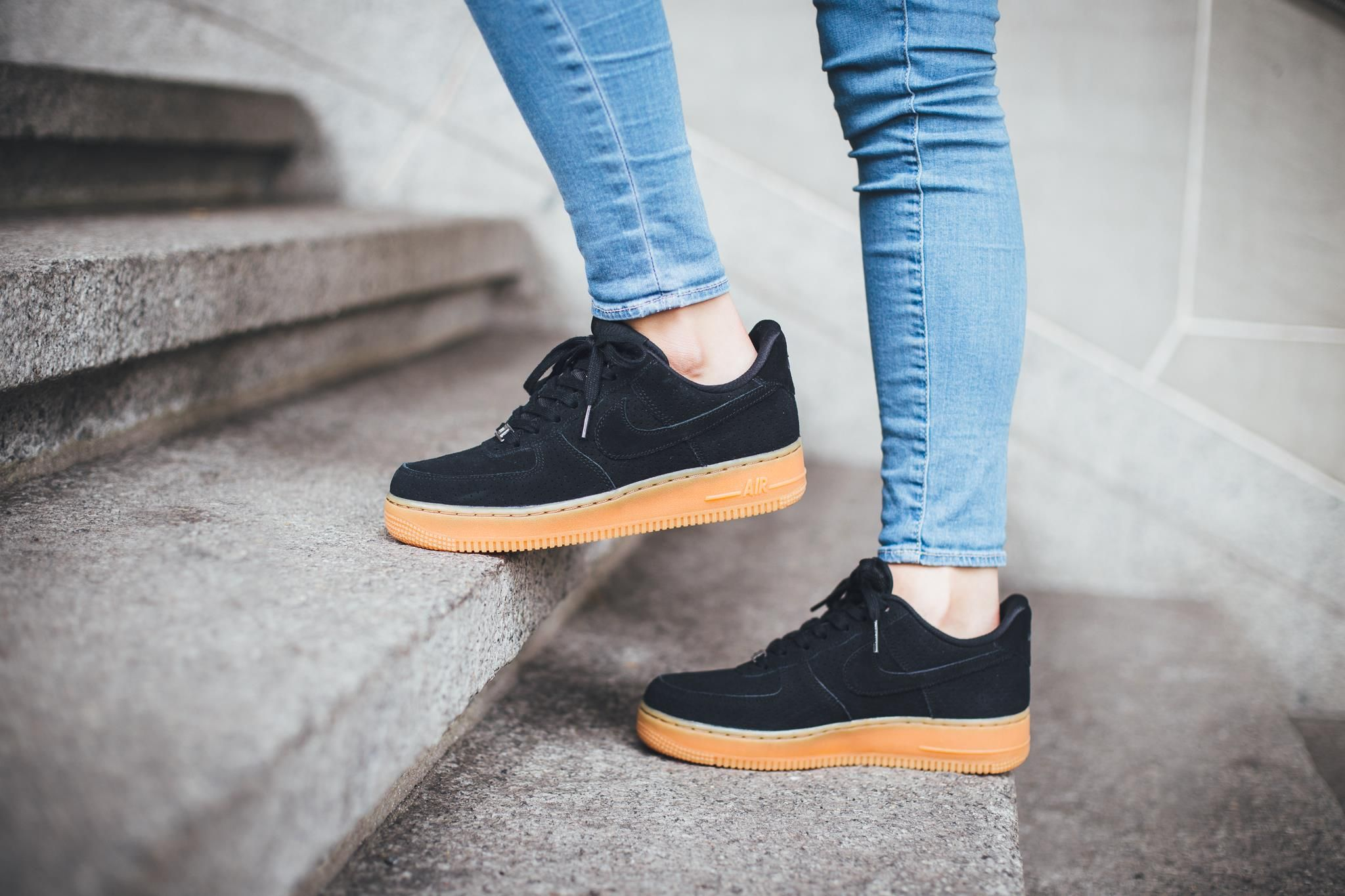 womens nike air force 1 black gum