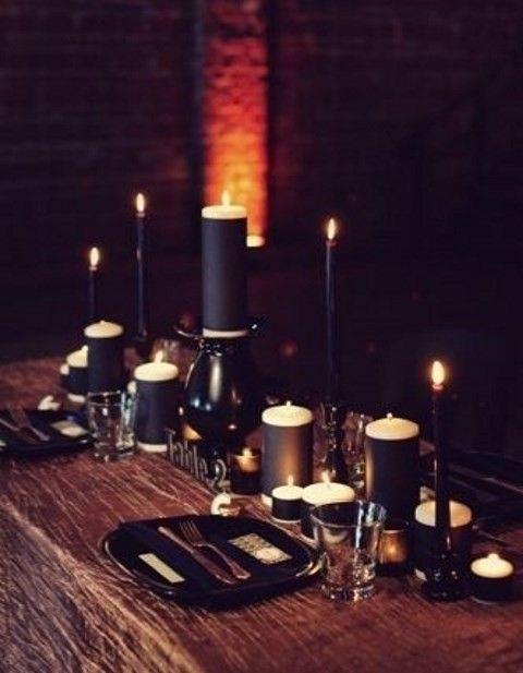 40 dramatic halloween weddings table settings happyweddcom - Halloween Wedding Table Decorations