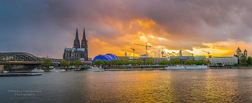 Köln / #Cologne. See this stunning sunset during a storm is coming in.