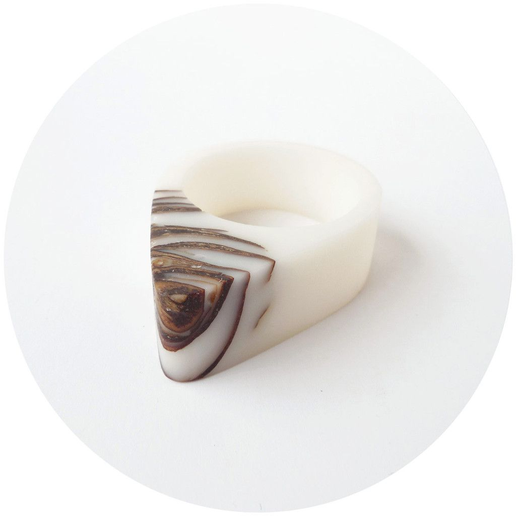 White bio resin and pinecone ring - 59$, Hidden Garden jewelry  #ring #minimalist #naturejewelry #ecoresin #bioresin #resinjewelry #white #pinecones #hiddengarden_jewelry #croatia #handcrafted #pinecone #strobili #conifer #madeincroatia