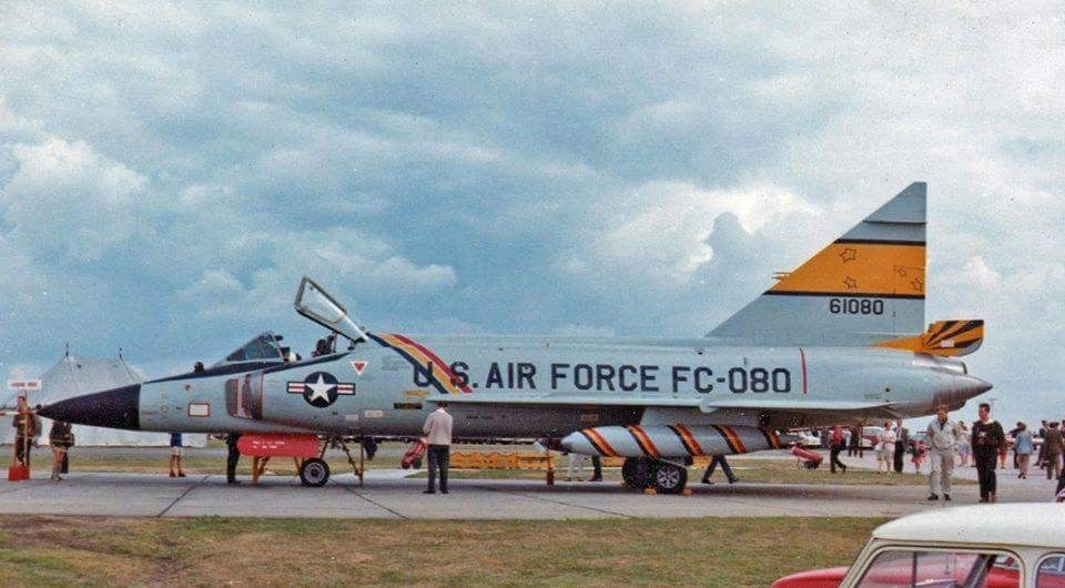 colors markings of the f102 delta dagger colors markings series
